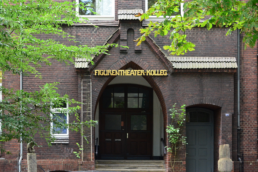 Foto Eingang Figurentheater-Kolleg in Bochum-Langendreer